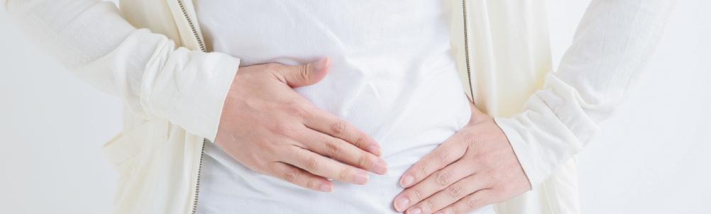 お腹・腸に悩む女性の画像