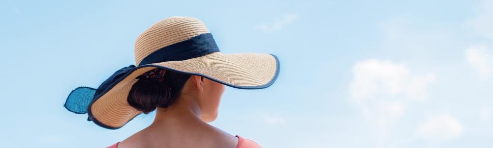 帽子をかぶった女性の画像